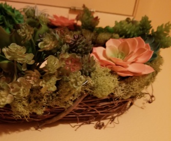 Use the moss to cover up stems and glue